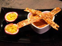 Crème brûlée med mandelnougatiner och passionsfrukt | Recept från Köket.se