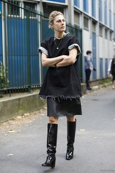 street style, fashion and photography by sandra semburg. frayed denim oversized t-shirt