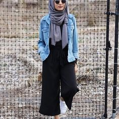 How To Wear Denim Dress Outfit Ideas Jean Jackets Ideas For 2019 Casual Hijab Outfit, Casual Skirt Outfits, Casual Skirts, Chic Outfits, Denim Skirts, Denim Outfits, Dress Casual, Classy Outfits, Street Hijab Fashion