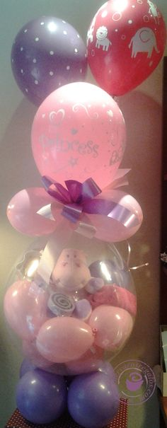 Impresionante englobado con peluche y globos con helio de terminación. Una manera simpática y especial de sorprender a los papás de un recién nacido. Este divertido englobado será el centro de todas las miradas. Personalizable en cualquier color, diferentes peluches a elegir y posibilidad de introducir ropa o casi cualquier otro obsequio Balloon Gift, Balloon Ideas, Pink Candy, Craft Gifts, Ideas Para, Stuffed Balloons, Confetti Ideas, Watermelon, Bubbles