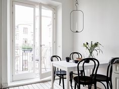 Cozy and fresh home - via Coco Lapine Design, candle light by Kristina Stark