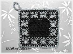 Lanka: Primevera (100% puuvilla)   Koukku: 3       Ohjekuvan mukaisia kappaleita virkataan kaksi. (Patalapusta tulee näin tarpeeksi paksu!)... Crochet Potholders, Knit Crochet, Chanel Boy Bag, Handicraft, Pot Holders, Crochet Patterns, Shoulder Bag, Knitting, Diy