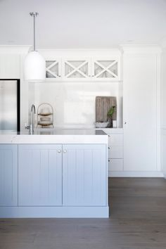 House 11 by Three Birds Renovations. Featuring Dulux White on White and Dulux Angora Blue. Die Hamptons, Hamptons House, Dulux White, Three Birds Renovations, House Renovations, Kitchen Benches, Dining Area, Kitchen Design, Kitchen Ideas