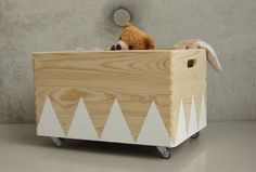 Wooden toy box roll triangle Scandinavian design for children's room white - Stofftiere Wooden Toy Chest, Wooden Toy Boxes, Painted Wooden Boxes, Hand Painted, Wooden Diy, Rolling Storage Bins, Toy Storage, Storage Ideas, Scandinavian Toys