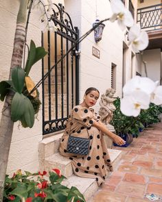 Little villas, summer moments and vintage finds are some of my favorites. Italian Designer Brands, New Chanel Bags, Selfies, Summer Lookbook, Classic Style Women, Luxury Bags, Holiday Outfits, Summer Looks, Casual Chic