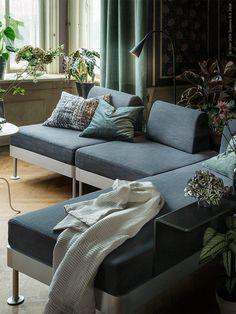 DELAKTIG soffa med sidobord, DELAKTIG LED golvlampa