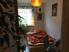 Apartment in Gothenburg, Sweden. WIFI (fast) -you can use computer,cooking supplies, piano guitar, speakers-- all here for you! Treat this flat as your personal studio, a place for planning tomorrow's adventures - and living life today:)  * Yoga mat * artist desk (with paints and...