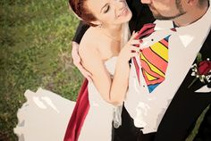 A Superhero Themed Wedding? With all the super heroes making such a huge comeback, and the idealism of having a non-traditional . Wedding Couple Poses Photography, Wedding Photography Poses, Photography Ideas, Lego Wedding, Wedding Pictures, Superman Wedding, Marvel Wedding, Comic Book Wedding, Indian Wedding Poses