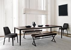 Tables: ANTARES – Collection: Maxalto – Design: Antonio Citterio