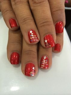 90 Christmas Nail Art Designs Which Are perfect for the Holiday Season Hike n Dip Christmas Tree Nails, Xmas Nail Art, Christmas Manicure, Holiday Nail Art, Xmas Nails, Christmas Art, Christmas Nail Art Designs, Winter Nail Designs, Fancy Nails