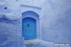 Linda porta azul em Chefchaouen
