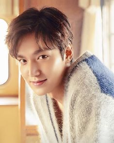 dream pop Are you guys excited for him to come back from military and began with film again? He is released today in Korea calendar! But in United Lee Min Ho Wallpaper Iphone, K Wallpaper, Boys Over Flowers, Asian Actors, Korean Actors, Minho, Le Min Hoo, Lee Min Ho Kdrama, Lee Min Ho Photos