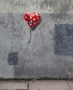 Banksy's Busy Weekend NYC Projects: Diorama, Heart, Syrian War #publicart