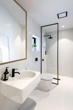Image 10 of 27 from gallery of Urban Cottage / CoLab Architecture. Photograph by Stephen Goodenough Small Bathroom Storage, Bathroom Design Small, Bathroom Layout, Bathroom Interior Design, Modern Bathroom, Bathroom Designs, Bad Inspiration, Bathroom Inspiration, Cabana Urbana