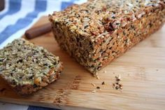 KETO CHLEBA – Potravinyprotebe.cz Banana Bread, Health Fitness, Food And Drink, Low Carb, Vegan, Desserts, Breads, Tailgate Desserts, Bread Rolls