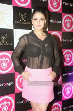 Zarine Khan Spotted at an event | Unseen Bollywood Pics