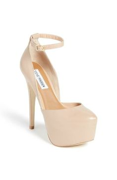 Blush leather pump