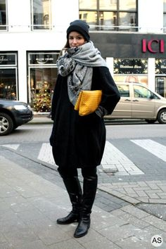 Valérie in all black but with a bright clutch!