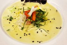 This raw coconut soup is perfect for a hot summer day. The recipe is one that students make during their raw food classes at Natural Epicurean Academy of Culinary Arts in Austin, Texas. Raw Vegan Dinners, Vegan Soups, Raw Vegan Recipes, Vegan Dishes, Healthy Recipes, Vegan Raw, Thai Vegan, Healthy Soups, Vegan Life