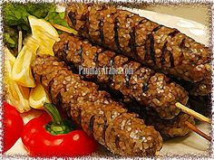 Kebab es un término amplio que abarca una amplia variedad de platos de carne a la parrilla . Los kebabs a menudo se cocinan en un pincho... Lebanese Recipes, Cuban Recipes, Kebabs, Comida Armenia, Lunch Buffet, Barbacoa, Egg Cups, Vegan Foods, Empanadas