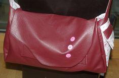 La besace de ma soeur ... simili cuir et liberty - Les 2 Mains Gauches Main Gauche, Longchamp, Tote Bag, Fashion, Scrappy Quilts, Fabric Animals, Fabric Bags, Fabrics, Denim Bag