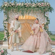 Buy Custom Made Indian Wedding dresses online for Bride & Groom. For Bridal Lehenga, Indian wedding Gown & Reception Wear, talk to our Bridal Designer. Sikh Bride, Indian Bride And Groom, Punjabi Bride, Punjabi Wedding Couple, Desi Wedding, Wedding Looks, Punjabi Couple, Wedding Couples, Indian Bridal Outfits