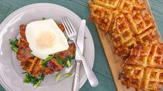 The secret to crispy breakfast potatoes? Your waffle iron! Potato Waffles with Bacon, Eggs, and Charred Green Onions Potato Waffles, Savory Waffles, Pancakes And Waffles, Breakfast Items, Breakfast Dishes, Breakfast Recipes, Crispy Breakfast Potatoes, Waffle Iron Recipes, Fries In The Oven