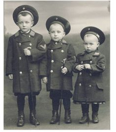 +~+~ Antique Photograph ~+~+  Adorable brothers dressed identically 1907.