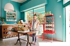 Restaurantes de autor, mercados orgánicos y tiendas de diseño renuevan el barrio. Acompañanos a descubrirlo en este recorrido.