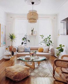 Classy and cute interior wall design for living room 00021 Funky Living Rooms, Bohemian Living Rooms, Indian Living Rooms, Eclectic Living Room, Bohemian Style Bedrooms, Chic Living Room, Living Room Designs, Living Room Decor, Boho Style