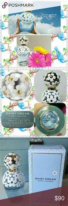 🌼🆕Marc Jacobs Daisy Dream🌼🌼 🌼🆕💯AUTHENTIC PERFUME HAS ONLY BEEN SPRAYED ONCE🌼*DOESNT HAVE BOX🌼3.4 OZ.🎉SMELLS SOO GOOD!!🎉LASTS ALL DAY!!💖The fruity-floral fragrance has a light & airy touch,bursting with top notes of blackberry, grapefruit, pear*Notes: A bouquet of jasmine,lychee, & blue wisteria,& a medley of white woods,musks,& coconut water reveal the base notes🌼The bottle's enveloped in a shawl of laced daisies🌼topped with a silver cap⭐adorned with gold hues & daisy…