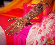 Classic Dulhan Mehndi Designs For Hands - Mehndi Designs Dulhan Mehndi Designs, Mehandi Designs, Mehendi, Heena Design, Hand Mehndi, Mehndi Designs For Hands, E Photo, First Humans, Bridal Henna