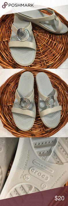 Crocs Sanrah Women's Tan flip flops Crocs Sanrah Women's Size 9 W Tan Silver Ring Slide On Sandals Shoes Flip Flops CROCS Shoes Sandals