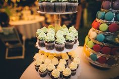 Treat your guests with cupcakes in your wedding colours or colourful macaroons. Traditional Cakes, Wedding Colours, Hoi An, Macaroons, Treat Yourself, Cake Pops, Yummy Treats, Our Wedding, Ice Cream