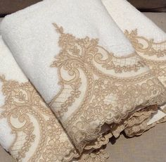 Hand Embroidery, Embroidery Designs, Embroidered Towels, Decorative Towels, Lace Ribbon, Bathroom Towels, French Decor, Bed Covers, Gift Baskets