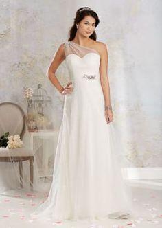 6eda990869 Modern Vintage Wedding Gown with Single Shoulder Strap Menyasszonyiruha  Stílusok, Menyasszonyi Stílus, Öltönyök,