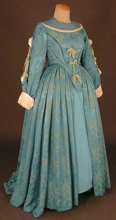 Blue Dress (front) under Louis XIII  era, 1610-1660