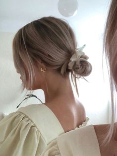 Simple yet stylish. Low bun with a scrunchie. #scrunchie #lowbun #simplestyle Messy Bun Hairstyles, Pretty Hairstyles, Banana Clip Hairstyles, Teenage Hairstyles, Elegant Hairstyles, Indian Hairstyles, Hairstyle Ideas, Hair Inspo, Hair Inspiration