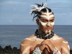 Rapa Nui - Isla de Pascua - Easter Island | Flickr: Intercambio de fotos Polynesian Dance, Polynesian Culture, Polynesian Designs, Polynesian Tattoo Meanings, Polynesian Tattoos, Native Wears, Village People, Warrior Spirit, Easter Island