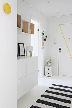 Via Nordic Leaves Black and White Striped Rug Norm Milk Lamp Muuto The Dots Yellow and Black Kartell Componibili Decoration Hall, Decoration Entree, Hallway Inspiration, Interior Inspiration, Hallway Ideas, Color Inspiration, Entryway Ideas, White Hallway, Bright Hallway