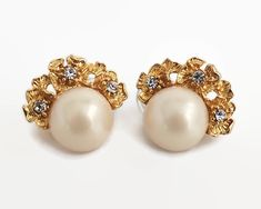 Vintage Emma Page earrings with large white faux pearls and gold metal flowers with clear crystals by CardCurios on Etsy Vintage Earrings, Clip On Earrings, Pearl Earrings, Metal Flowers, Large White, Clear Crystal, Vintage Items, Pearls, Crystals