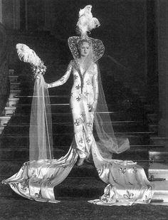 Fashion prediction for «2000″ by Sir Cecil Beaton,1928
