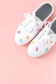 DIY sneaker makeovers: Popsicles on white canvas sneakers tutorai l| Dream Green DIY