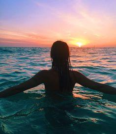 How to Take Good Beach Photos Types Of Photography, Summer Photography, Photography Poses, Digital Photography, Wedding Photography, Photos Bff, Beach Poses, Summer Pictures, Vacation Pictures