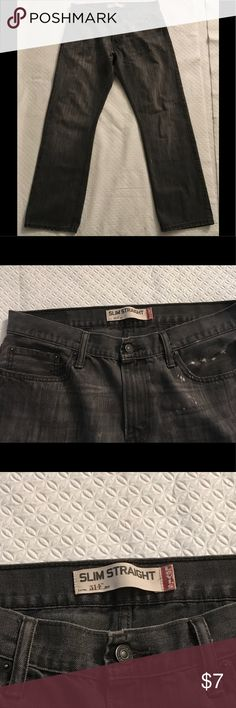 Grey Slim Straight 514 Levi's Jeans Used jeans with a little bleach splash that easily goes with the light grey wash of the jean. These are Grey Slim Straight 514 Levi's Jeans. Size: 34 x 32 Levi's Jeans Slim Straight