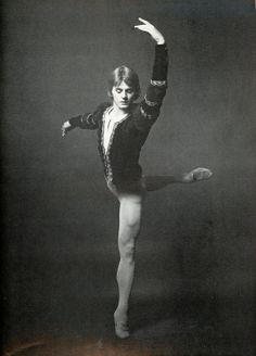 Mikhail Baryshnikov in 'Giselle' with ABT, July 1974 Male Ballet Dancers, Ballet Boys, Dance Ballet, Shall We Dance, Just Dance, Mikhail Baryshnikov, Vintage Ballet, Rudolf Nureyev, American Ballet Theatre