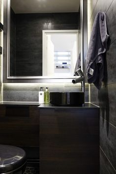 detaljee+16+sisustussuunnittelu+sisustussuunnittelija+interiordesigner+helsinki+pääkaupunkiseutu+kotisuunnittelu+WC+laatat+ABL+allaskaluste+puustelli+musta