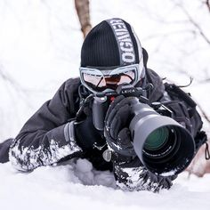 If you can stay slightly warmer than your camera, it's not too cold to shoot outside. Leica SL + 90-280mm Awesome Photo by @street.silhouettes Tag a friend who gets cold easily ⛄️