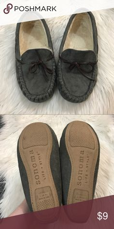 Sonoma Moccasins Sonoma fur lined mocs. Size large (9-10). They have some fuzzies stuck to the interior and have been worn a handful of times but they make great house shoes or errand shoes! Super cozy. Open to offers and 30% off bundles! Sonoma Shoes Moccasins