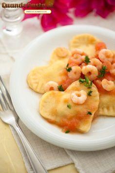 San Valentino heart-shaped ravioli with white wine shrimp sauce - recipe in italian